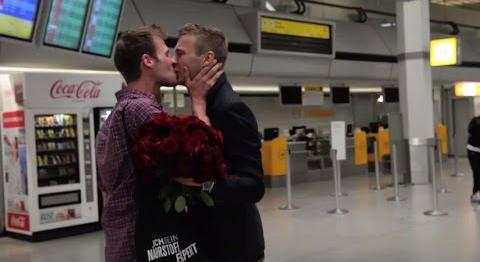 Photo of Videó: Így találkozott újra a német szerelmespár a repülőtéren