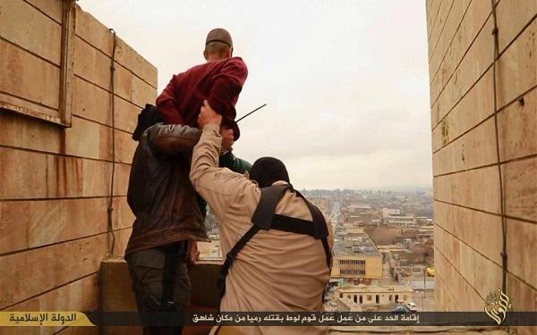 Photo of Megrázó fotók: Így végzik ki a melegeket az Iszlám Államban