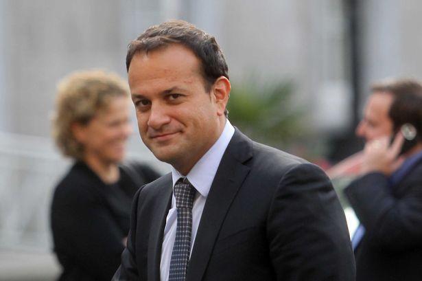 Photo of Félmeztelenül, parkban italozva fényképezték le a meleg ír miniszterelnököt