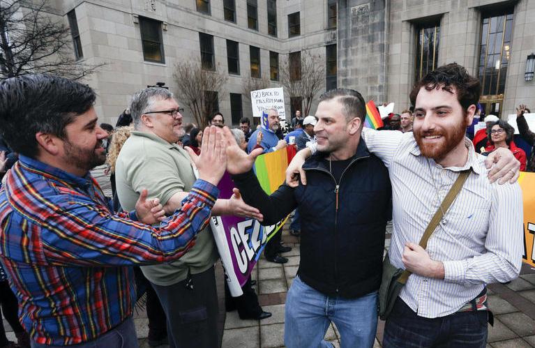 Photo of Összeházasodtak az első azonos nemű párok Alabamában
