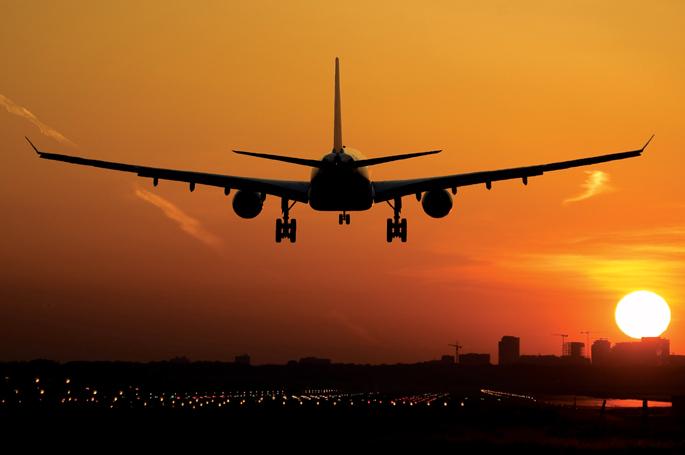 Photo of A repülőn futott össze egyéjszakás kalandjával, annak feleségével és gyerekeivel egy erről mit sem sejtő férfi