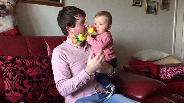 Photo of Saját édesanyja hordta ki egy angol férfi gyermekét
