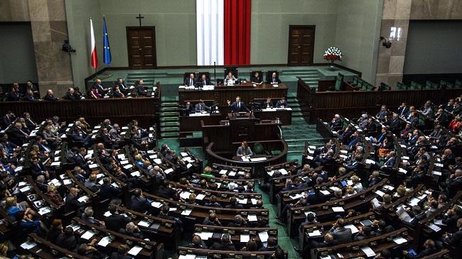Photo of Ismét elbukott a lengyel bejegyzett élettársi törvényjavaslat