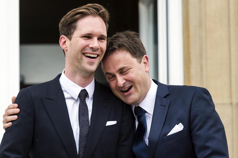 Xaver Bettel (j) és férje (b)