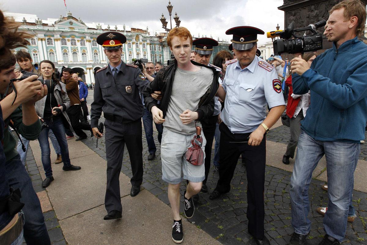 Photo of LMBT-jogi aktivistákat tartóztattak le Szentpéterváron