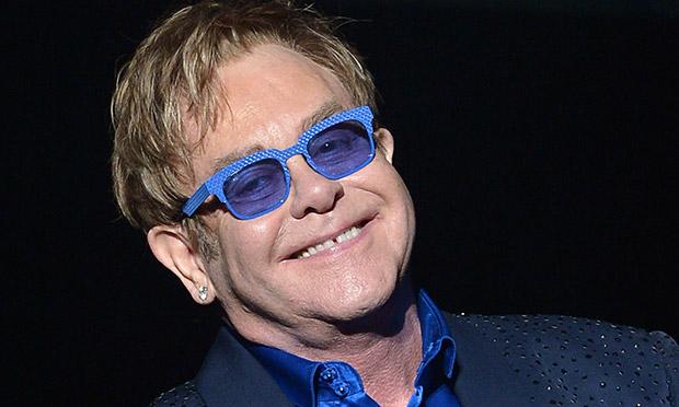 Photo of Hatalmas összeggel támogatja Elton John az afrikai HIV-szűrést