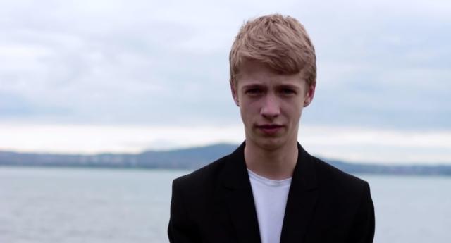 Photo of Videó: Egy 15 éves srác szeretné tudni, miért nem házasodhatnak össze a szülei