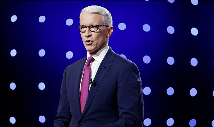 Photo of Apa lett a meleg televíziós személyiség, Anderson Cooper