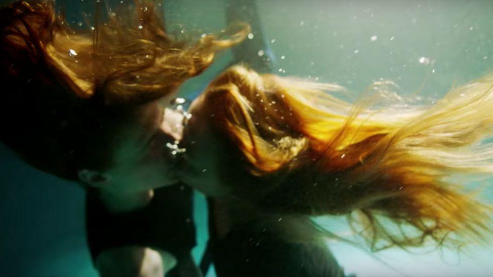 Photo of Transz modell és csókolózó lányok a H&M őszi reklámfilmjében