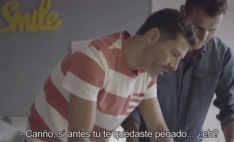 Photo of Két apukával reklámozzák az iskolakezdést Spanyolországban