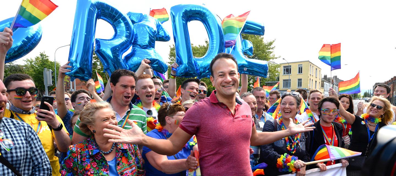 Photo of Írország meleg miniszterelnöke is részt vesz az észak-ír Pride-on