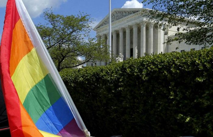 Photo of A homofób cukrászda mellett áll ki Trump kormánya