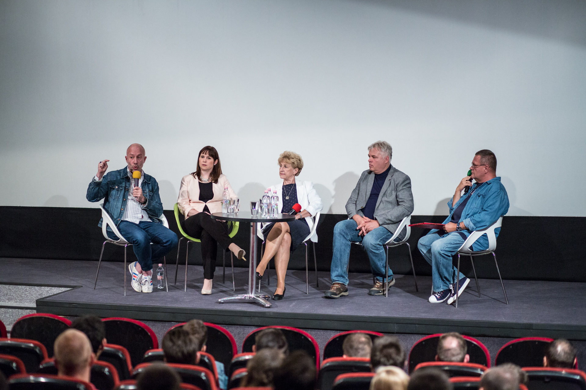 Photo of Le kell győzni a saját magunkban lévő stigmákat – Kerekasztal-beszélgetés a HIV-ről a Művész moziban