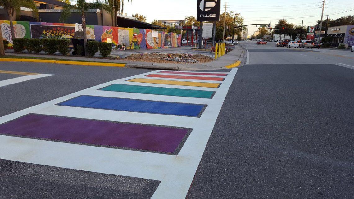 Photo of Szivárványos zebrát festett Orlando városa a tragikus sorsú melegbár elé