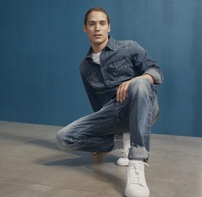 e334e31583 A Gas Jeans híres az innovatív farmerfazonok bevezetéséről. Milyen  újításokat lehet még kivitelezni egy olyan ikonikus ruhadarabbal  kapcsolatban, ...