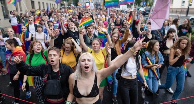 Photo of Miniszteri figyelmeztetés miatt mondtak vissza LMBTQ rendezvényeket lengyel iskolák