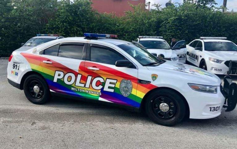 """Photo of Szivárványos rendőrautót kap az USA """"legmelegebb"""" városa"""