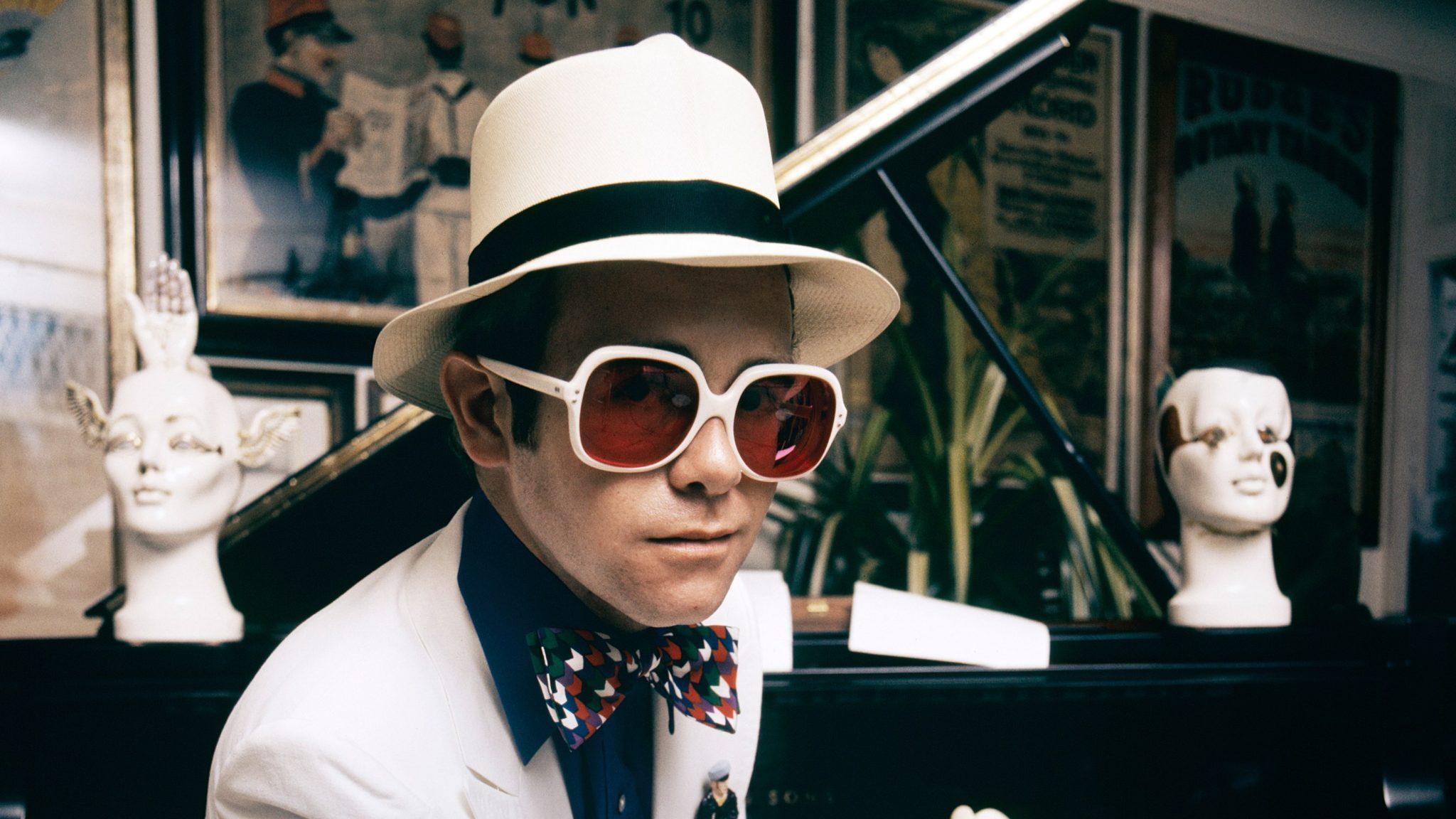 Photo of Önéletrajzi könyvvel készül Elton John
