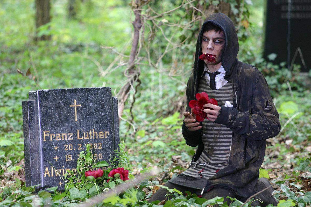 Photo of A melegek fertőzött zombik egy ír pap szerint
