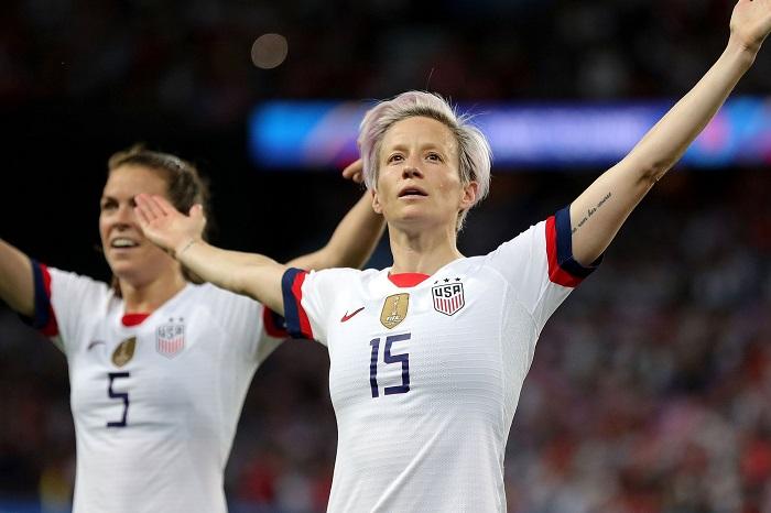 Photo of Az év sportemberének választották a leszbikus labdarúgót