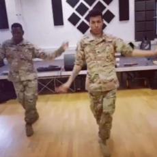 Meleg katonai szex videók