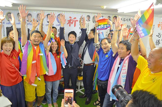 Photo of Megválasztották az első nyíltan meleg parlamenti képviselőt Japánban