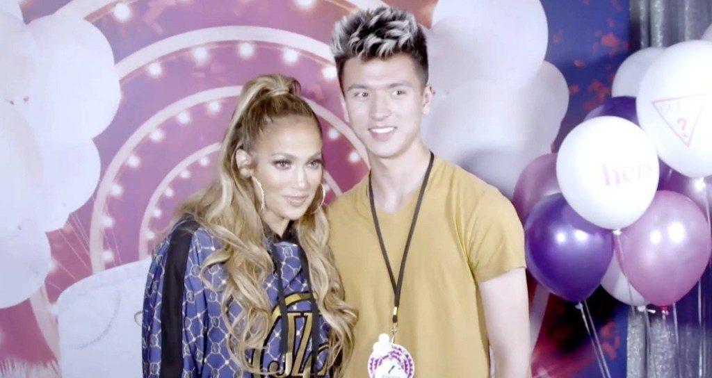 Photo of Ajándékkal készült Jennifer Lopez egy meleg tinédzsernek