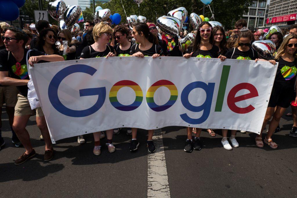 Photo of Kevesebb lesz mostantól a pornó, ha beírjuk a Google-be, hogy leszbikus