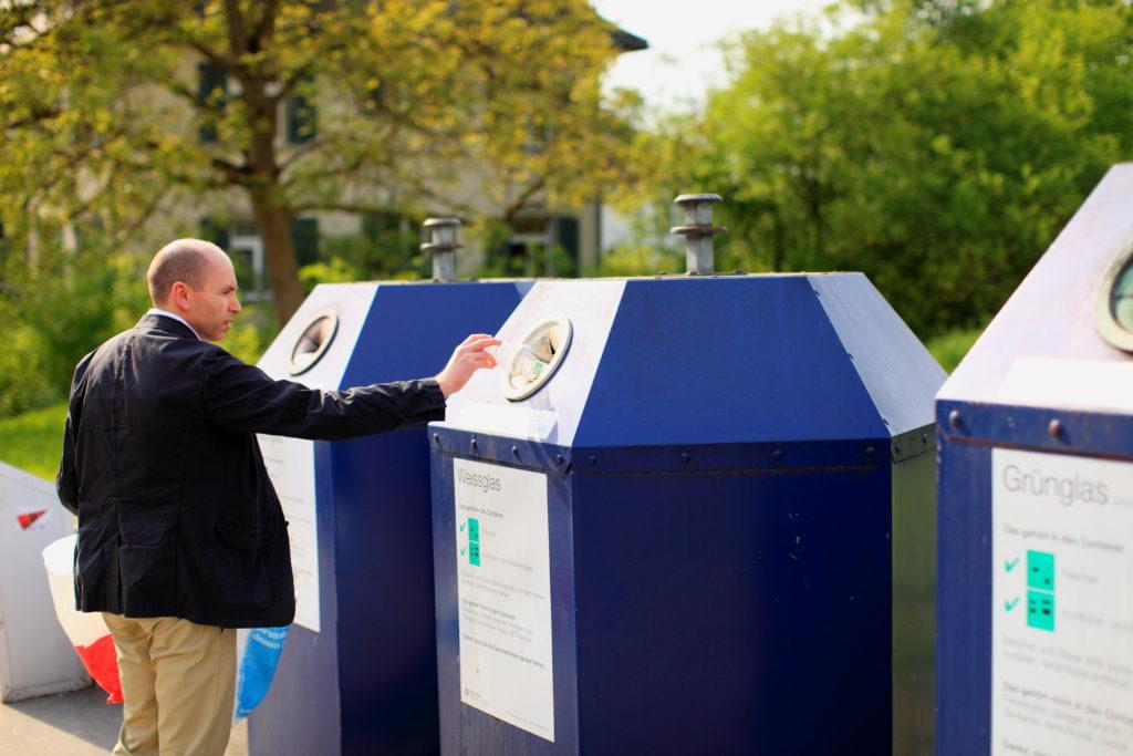 Photo of Sok heteró férfi tart a szelektív hulladékgyűjtéstől, nehogy melegnek nézzék