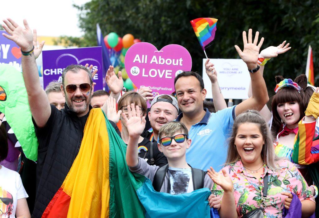 Photo of Váratlanul pride felvonulásra látogatott az ír miniszterelnök