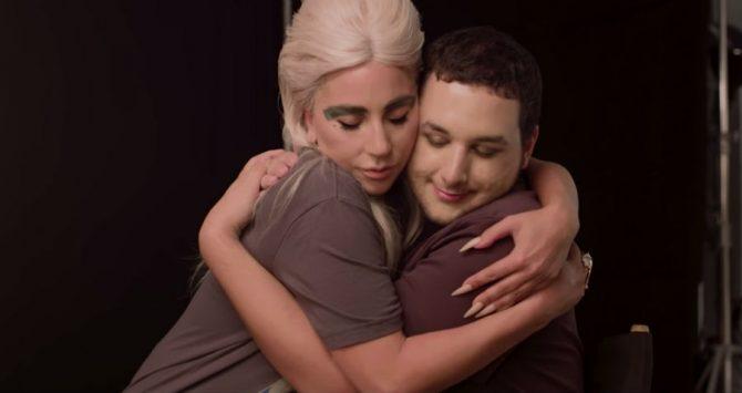 Photo of Lady Gaga imádnivaló módon lepte meg meleg rajongóját