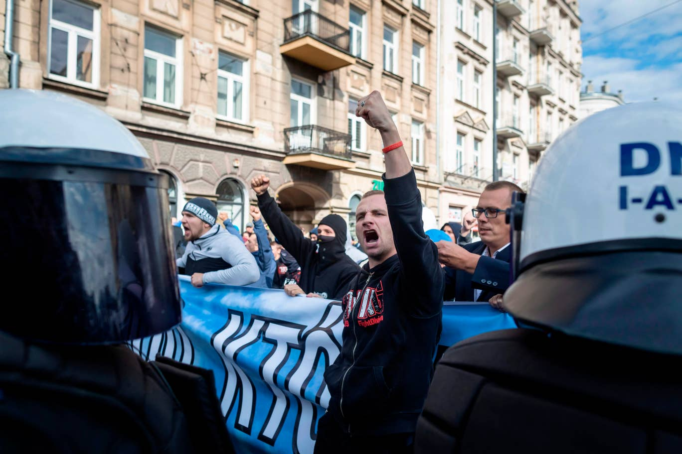 Photo of Ismét erőszakos ellentüntetők támadtak egy lengyel pride felvonulásra