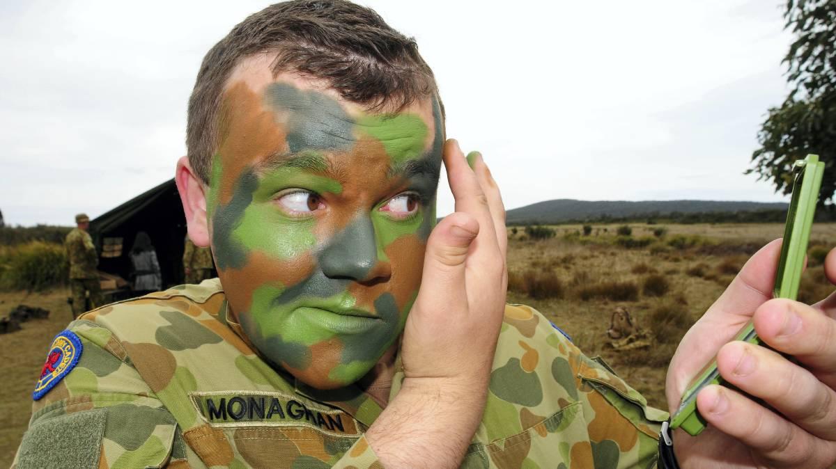Photo of A brit védelmi miniszter a hadseregben nem engedélyezné a sminket a férfiaknak