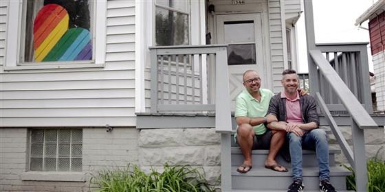 Photo of Meleg pár nyitott otthont fiatal LMBTQ hajléktalanoknak