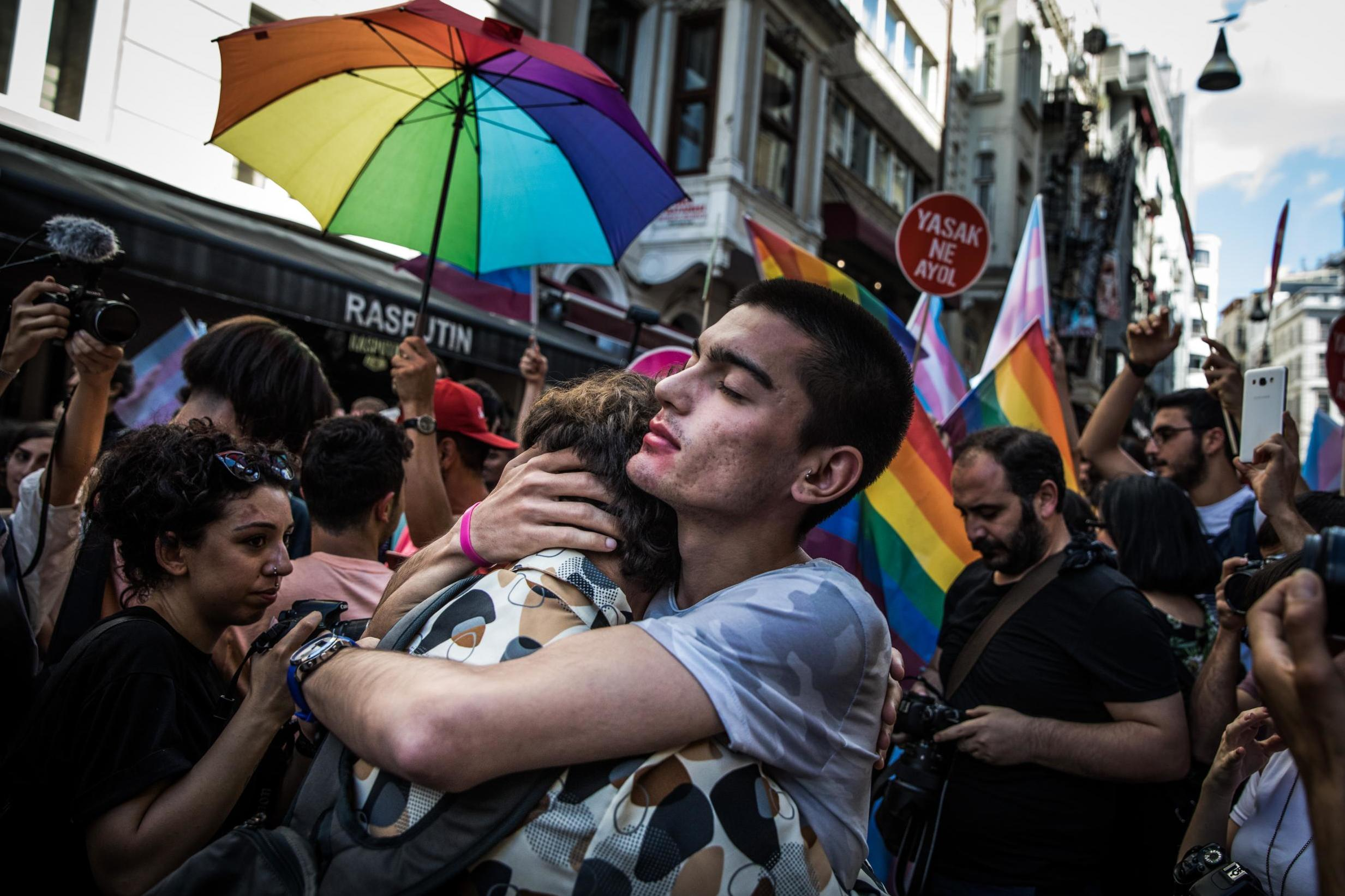 Photo of Nemzetközi szervezetek igazságot követelnek a 19 török LMBTQ aktivista ügyében