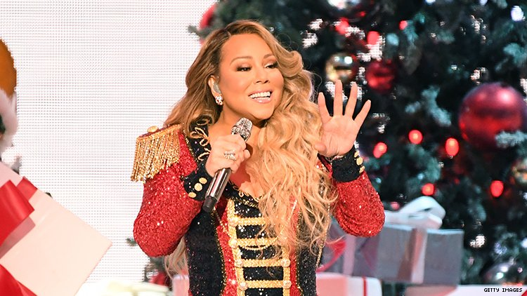 Photo of Végre Mariah Carey és az All I Want For Christmas Is You vezeti a toplistát