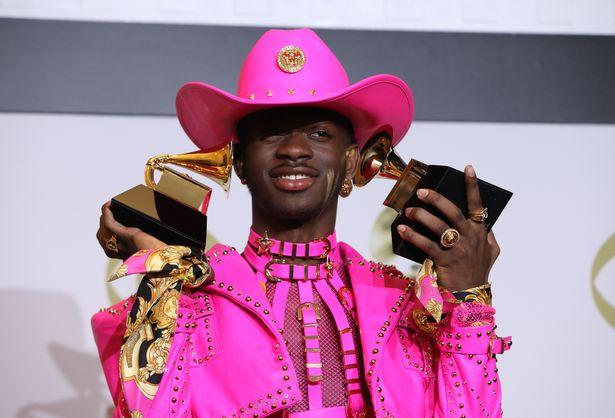 Photo of Megnyerte első Grammy-díját a nyíltan meleg énekes, Lil Nas X