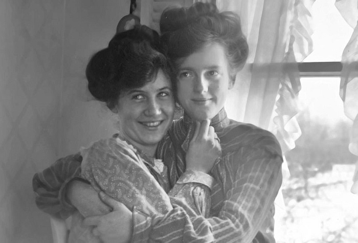 Photo of Ritkán látott fotók idézik fel az elmúlt százötven év leszbikus szerelmeit – 2. rész