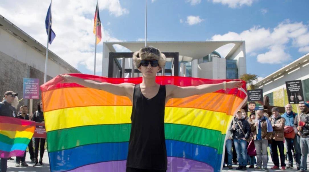Photo of Perelni akarja szüleit egy biszexuális csecsen nő, amiért engedték kínozni