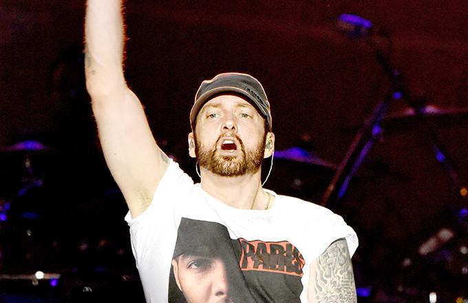 Photo of Eminem kiposztolta a saját Grindr fotóját