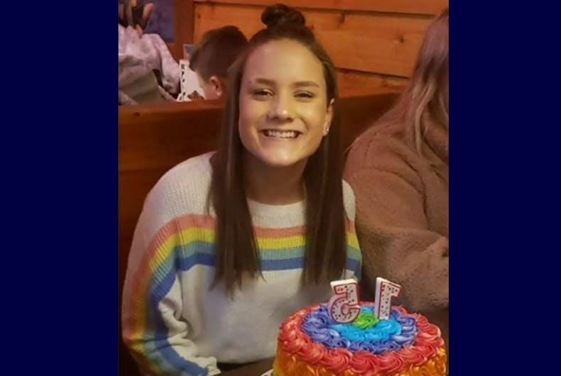 Photo of Szivárványos pulóvere miatt rúgták ki vallásos iskolájából a diáklányt