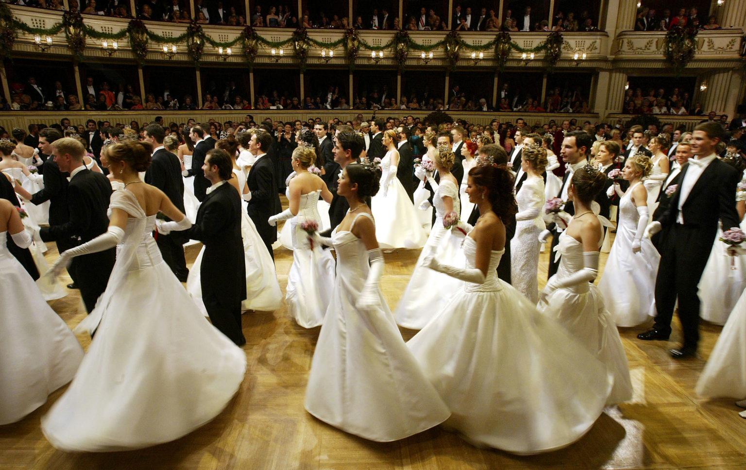 Photo of Kétszáz év óta most először táncolhat azonos nemű pár a bécsi Operabálban