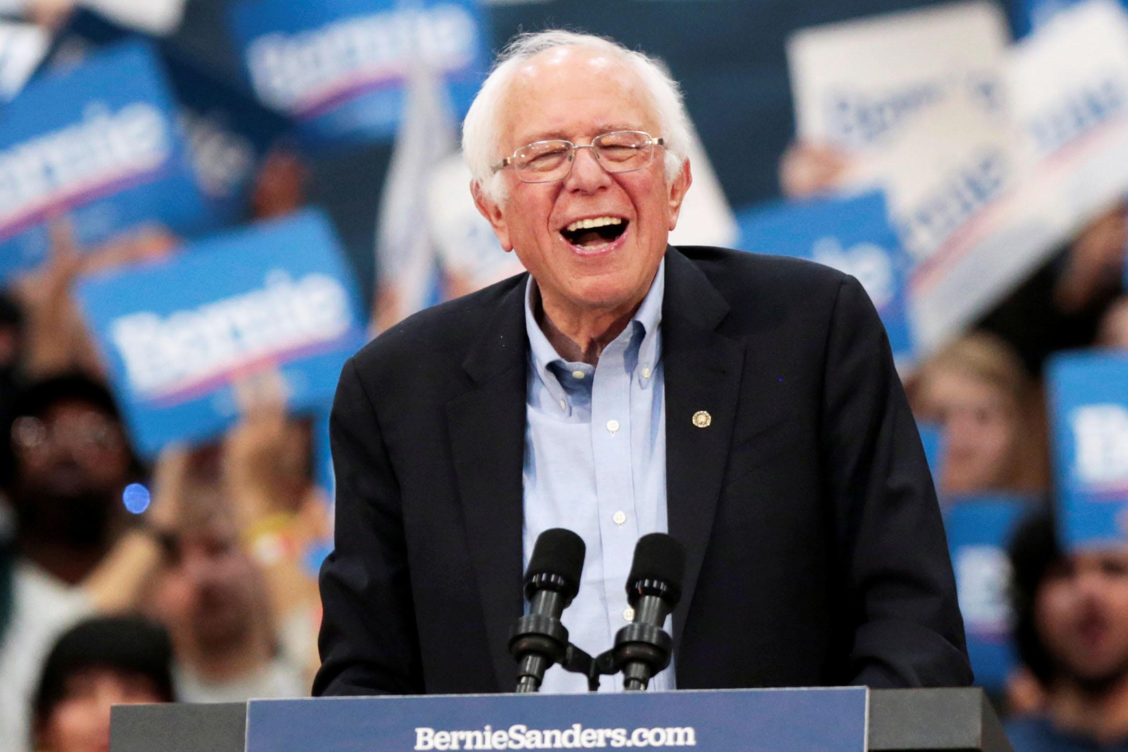 Photo of Kérsz ingyen melegpornót? Adakozz Bernie Sanders-nek!