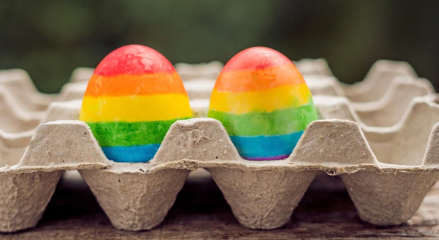 Photo of A meleglobbi mesterkedését látja a szivárványos húsvéti tojásokban a polgármester