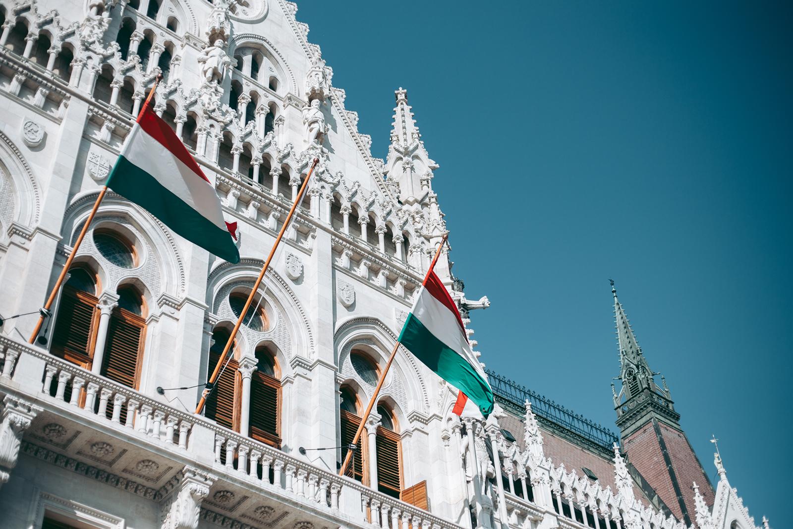 Photo of Buzizás a Parlamentben: Különbség van a szivárványosság és a keresztény hit között