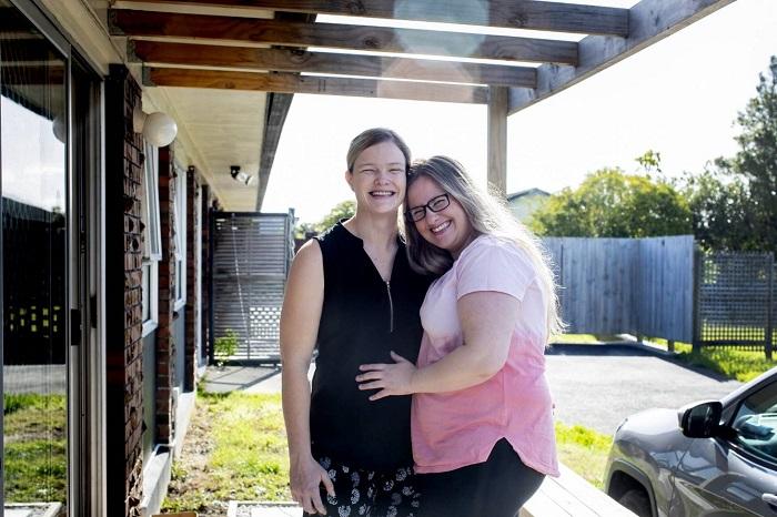 Photo of Egyszerre és ugyanattól a donortól esett teherbe a leszbikus pár