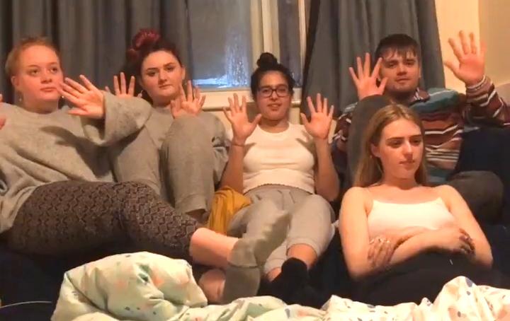 Photo of Videóban derült ki, hogy a lányt megcsalják a meleg barátjával