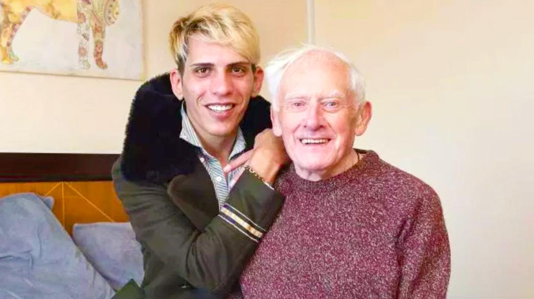 Photo of Újra együtt: A 81 éves anglikán lelkész fizeti 27 éves férje rendszeres partizását