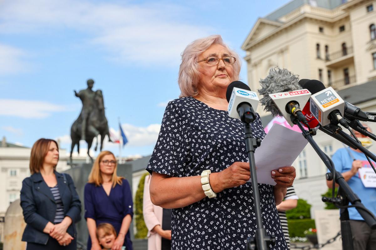 Photo of A lengyel anyák a homofób elnök ellen tüntettek