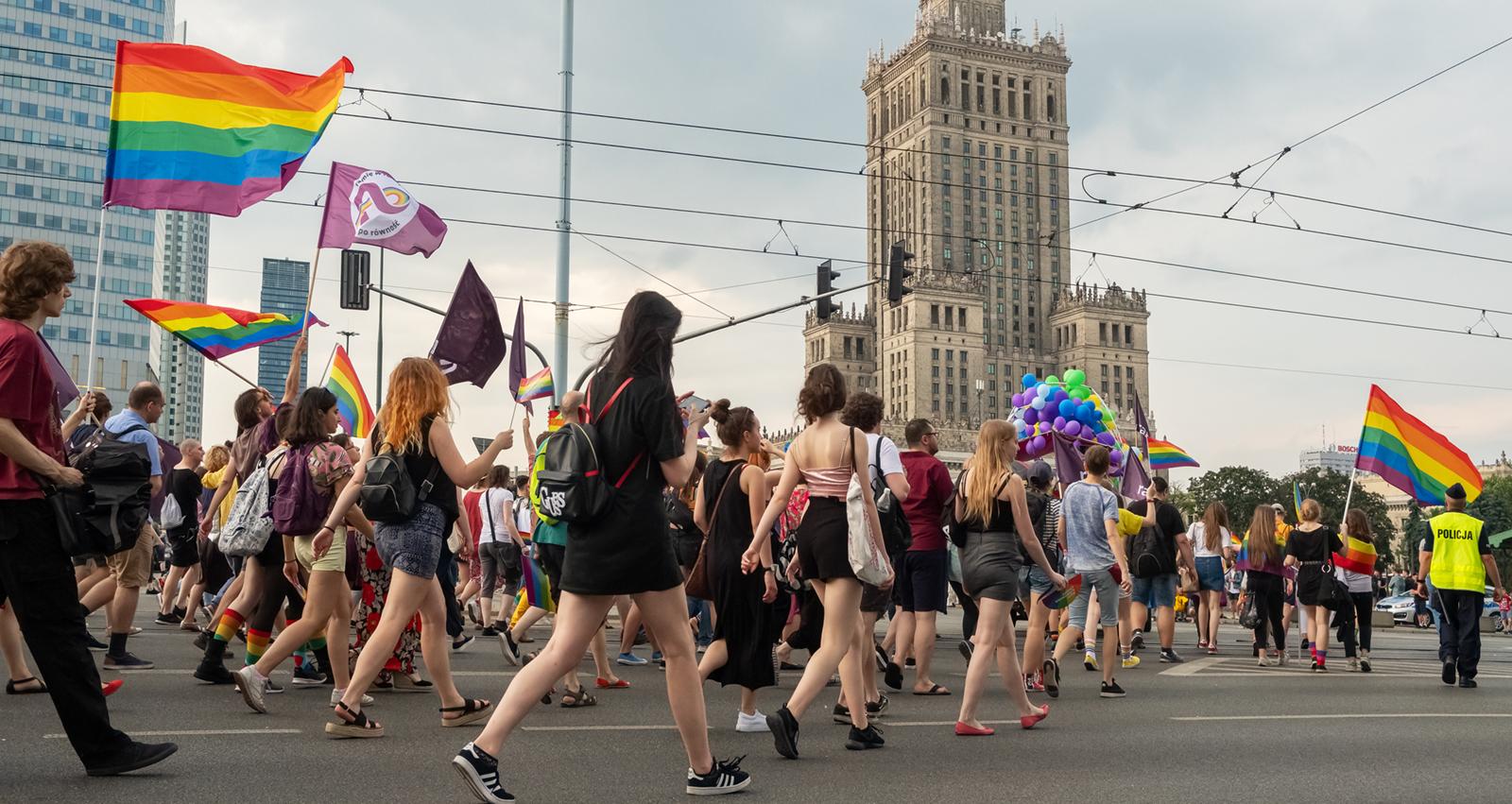 Photo of Az EU a támogatások elvonásával büntetné a lengyel homofóbiát